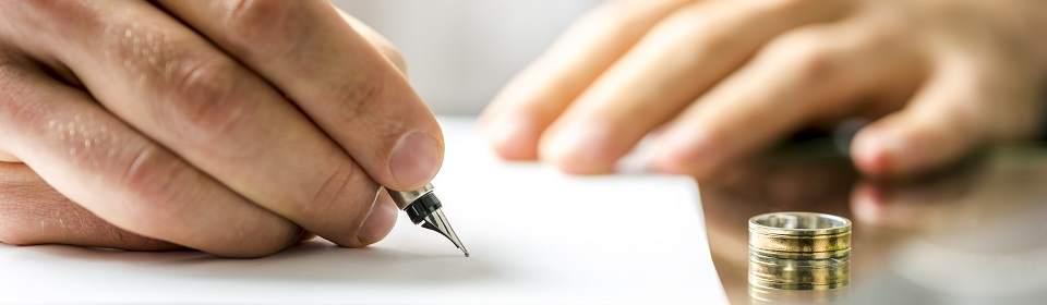 Document ondertekenen met de trouwring af